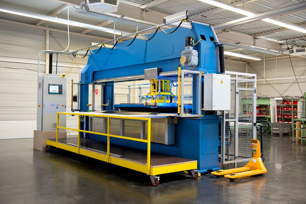 CNC-Stanzautomat montaxx